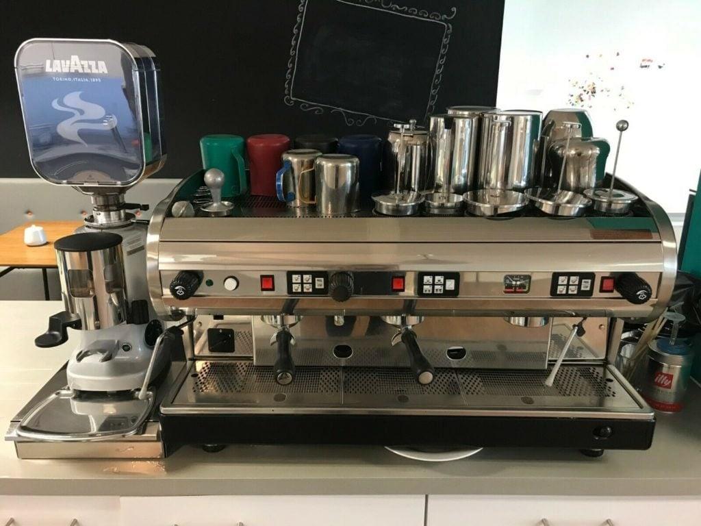 Commercial coffee machine 3 group espresso 2 milk steamer lavazza grinder